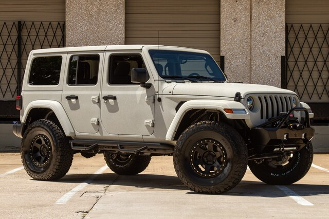 Pre-Owned 2019 Jeep Wrangler Unlimited White Sand JL SAHARA LED Headlights 8.4